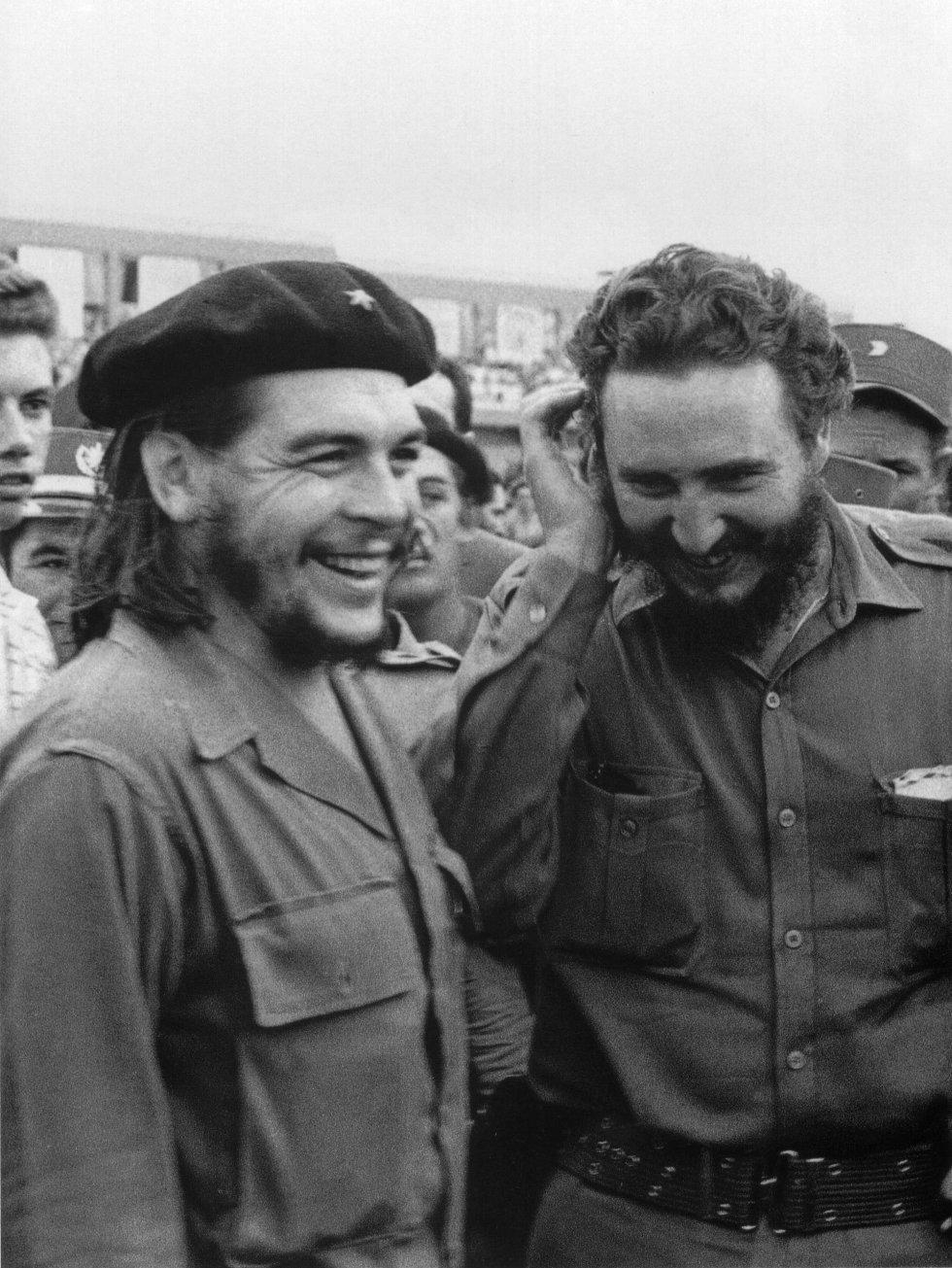"""Castro con Ernesto """"Che"""" Guevara en 1960, a un año del triunfo de la Revolución Cubana."""