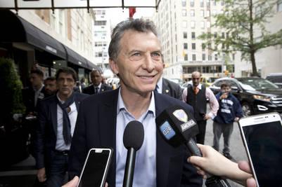 Mauricio Macri responde a los medios, en la puerta del hotel The Mark.