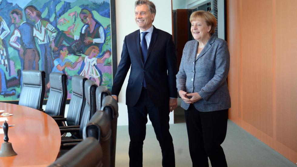 Macri y Merkel en Berlín, antes del almuerzo de Estado.