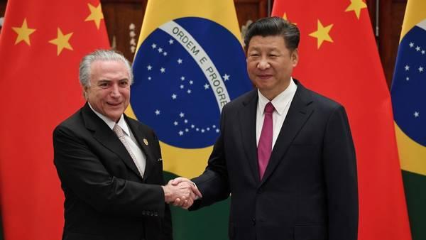 Xi ping, líder chino, recibe a Michel Temer, que ya es presidente de Brasil.