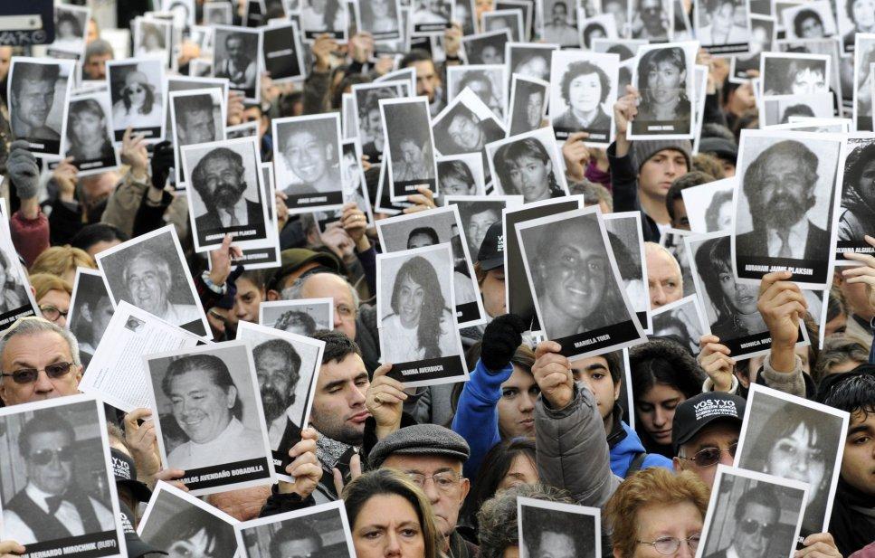 Acto recordando a las víctimas del atentado terrorista a la AMIA.
