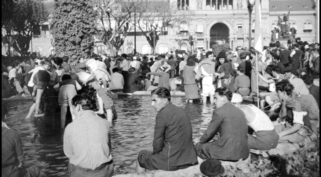 Las patas en la fuente. 17 de octubre de 1945.