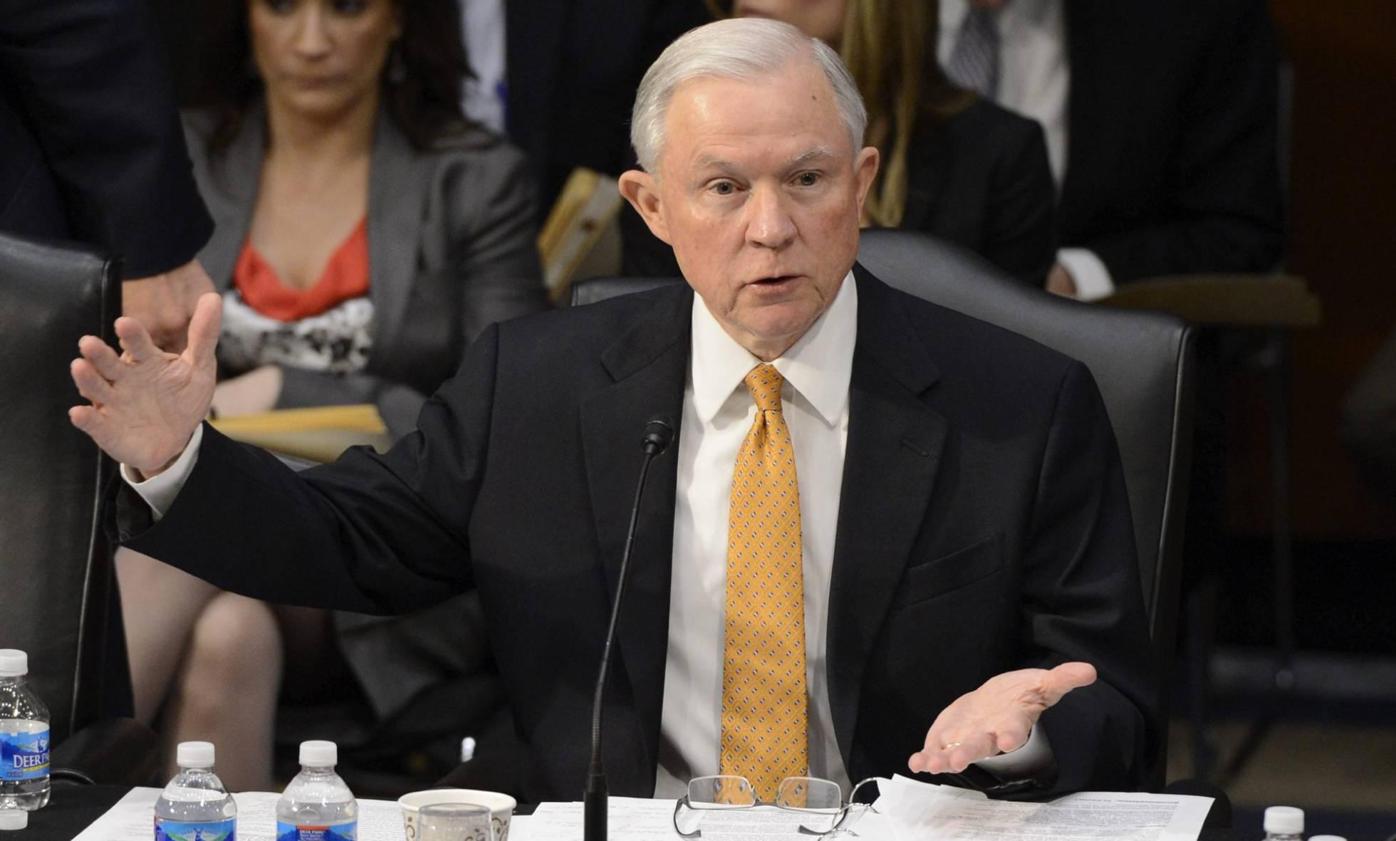 Senador Jeff Sessions, designado como Procurador General de Justicia. Es racista y xenófobo.