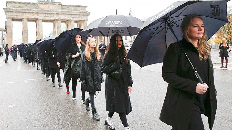 Marcha por los refugiados en la Puerta de Brandenburgo