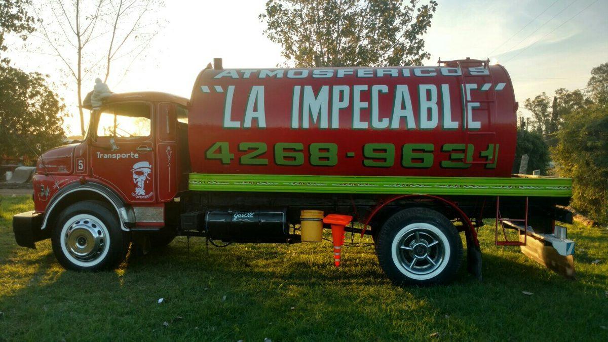 Camión atmosférico, un artilugio del siglo XX que aún está vigente en el conurbano